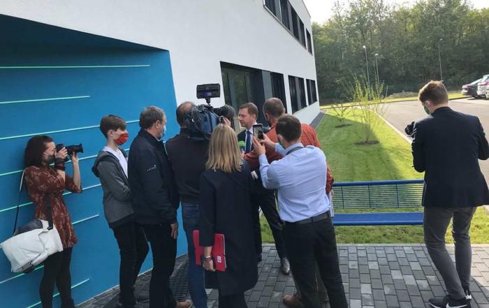 Michael Kretschmer, Ministerpräsident Sachsens, bei der feierlichen Eröffnung des Dock3 Lausitz